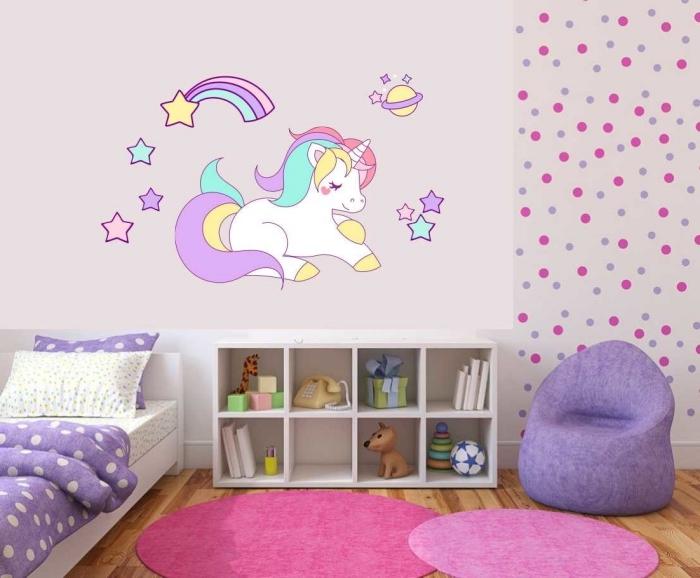 kinderzimmer deko, wanddeko ideen für mädchenzimmer, zimmergestaltung in lila, wandsticker einhorn