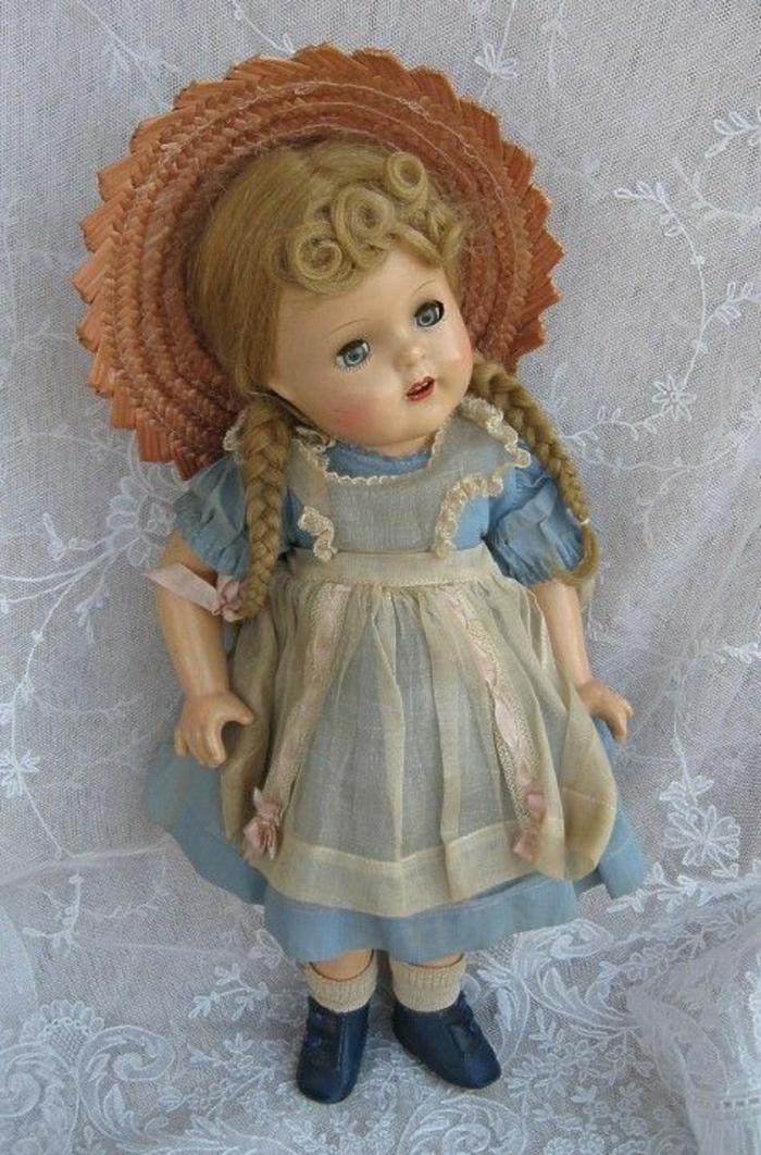 kleine-vintage-Puppe-Mädchen-1937-1943-McGuffey-Ana-Trägerrock-Tüll-brauner-Strohhut