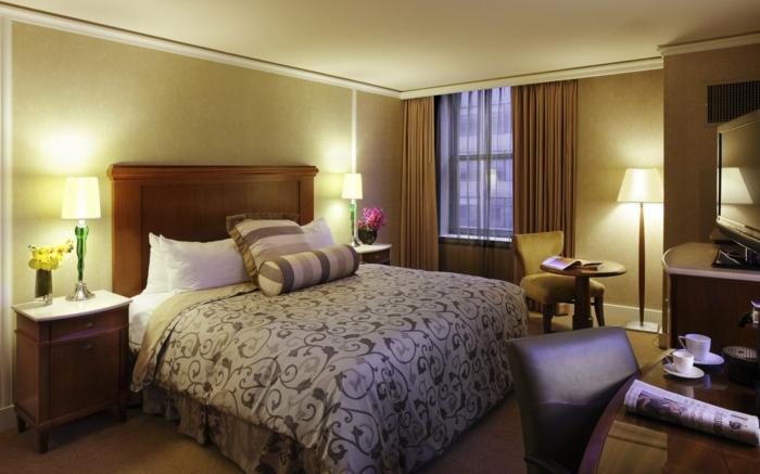 komplettes-Schlafzimmer-braun-elegante-Bettwäsche