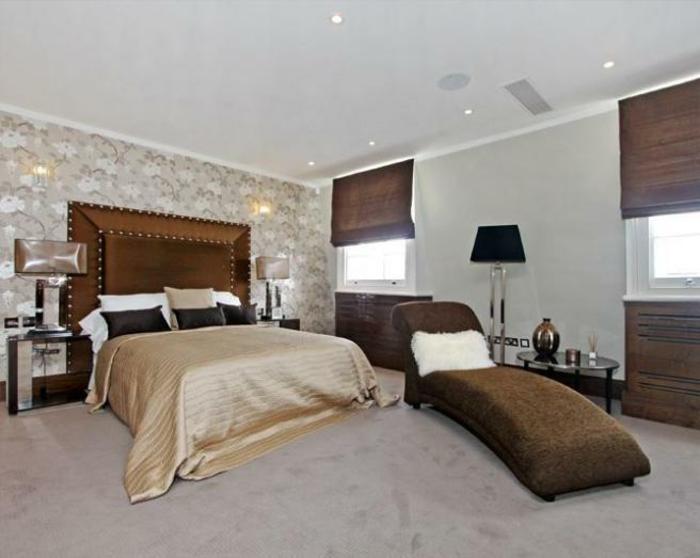 komplettes-Schlafzimmer-braune-Jalousien