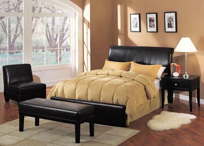 komplettes-Schlafzimmer-schwarze-Möbel-großes-Fenster