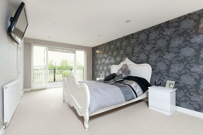 komplettes-Schlafzimmer-schwarze-Wand-mit-Terrasse
