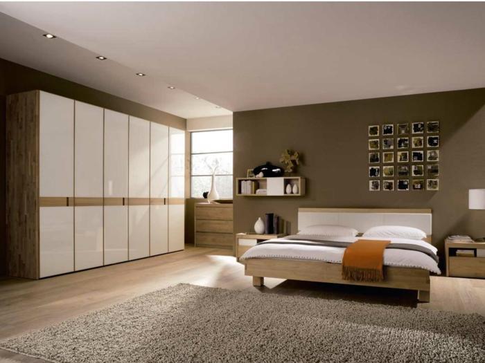 komplettes-Schlafzimmer-viele-Schränke-Decowand