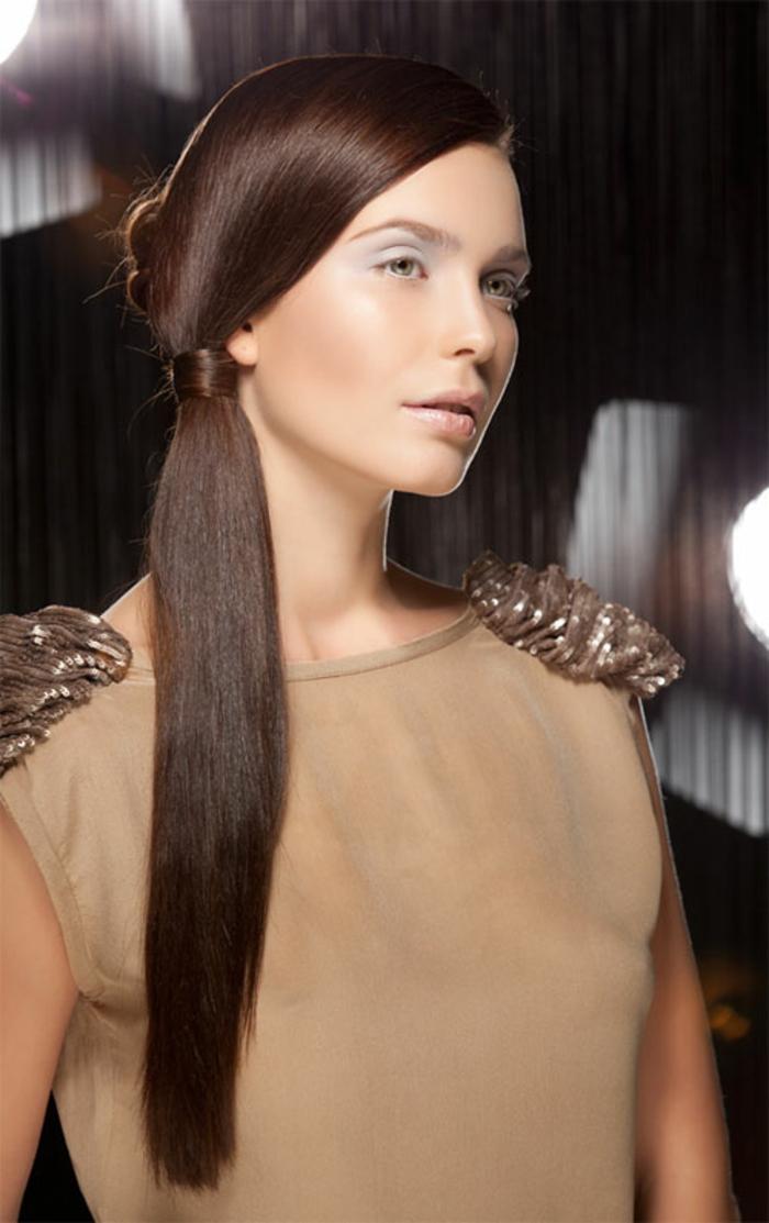 lange-glatte-haare-braune-frisur