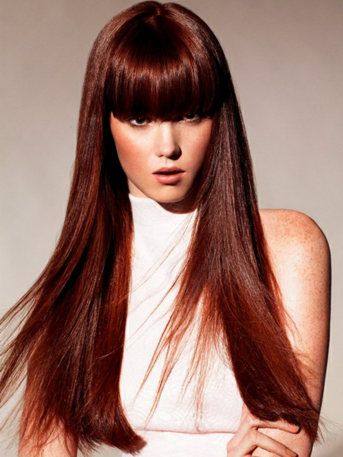 lange-glatte-haare-rötliche-frisur