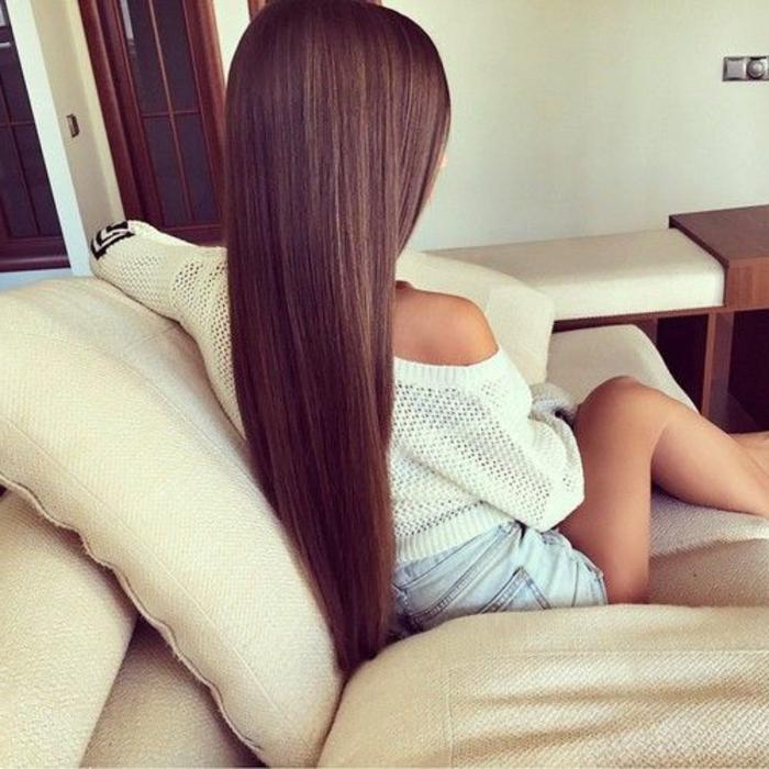 Lange schwarze Haare und sexy Dessous wird - GuteSex