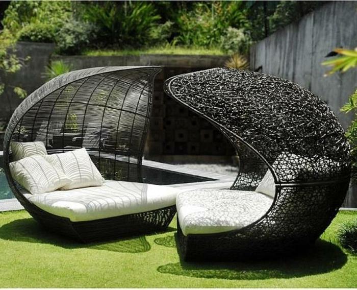loungemöbel -für-balkon-auf-Glas
