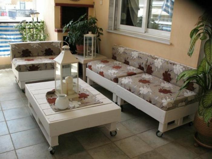 loungemöbel -für-balkon-blumen-motiven-deko
