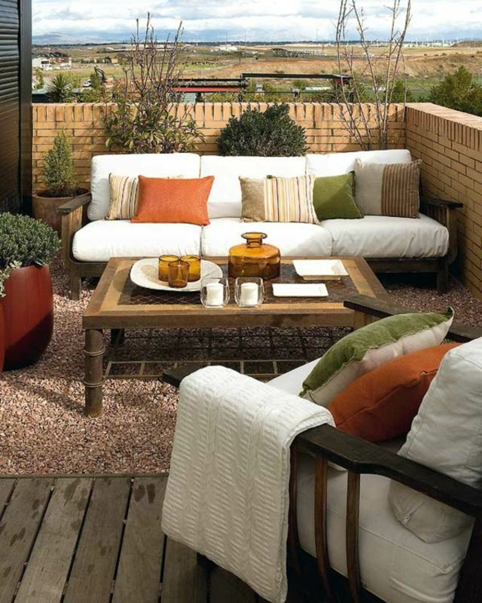 loungemöbel -für-balkon-bunte-kissen