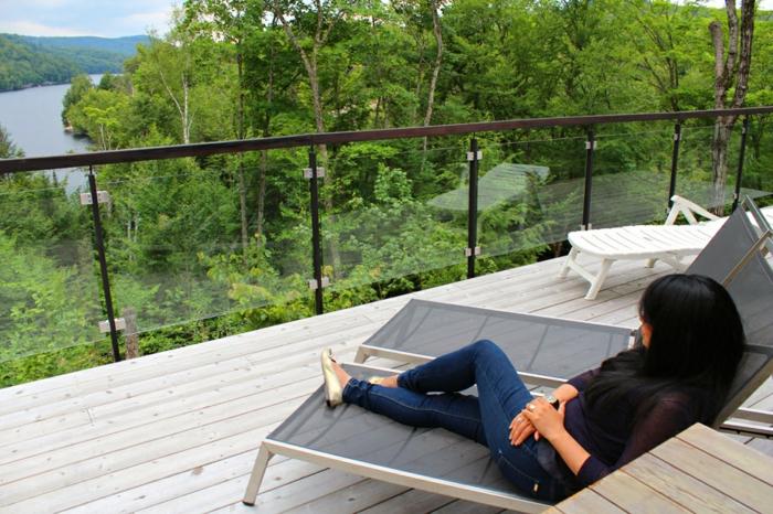 loungemöbel -für-balkon-dame-liegesessel