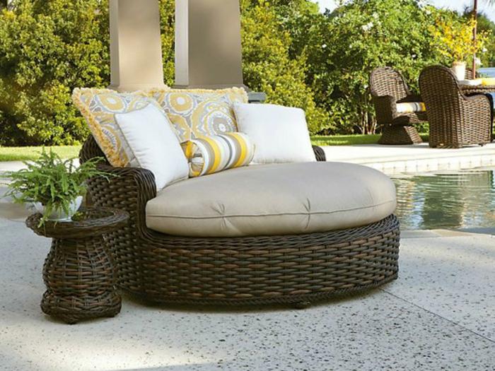 loungemöbel -für-balkon-rattan-grau-gelb-weiß