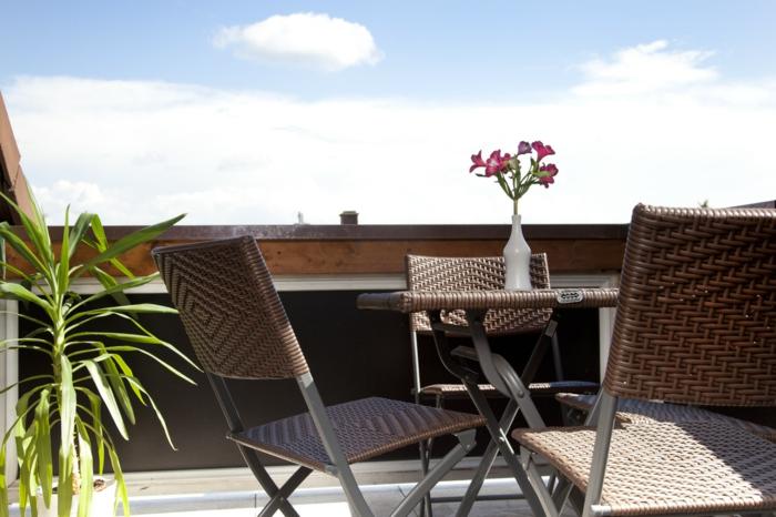 loungemöbel -für-balkon-tisch-mit-bestuhlung
