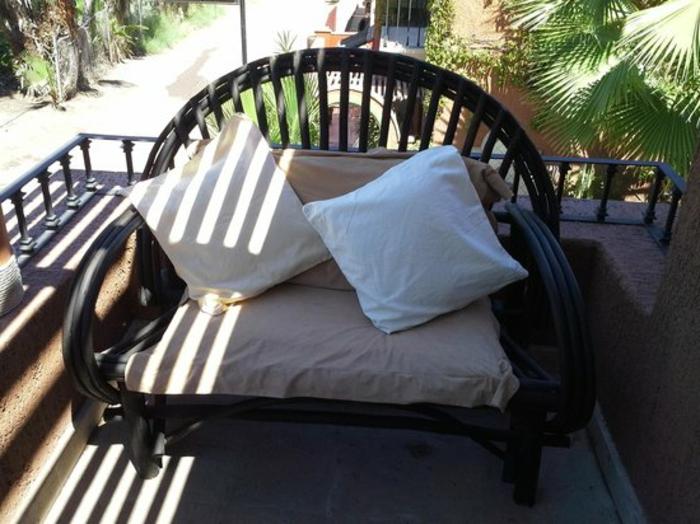 loungemöbel -für-balkon-zwei-kissen