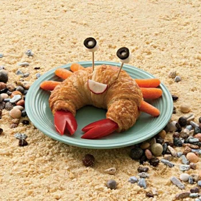 lustiges-Essen-Kinder-Krebs- Croissant-Paprika-Karotten-Oliven-Radieschen
