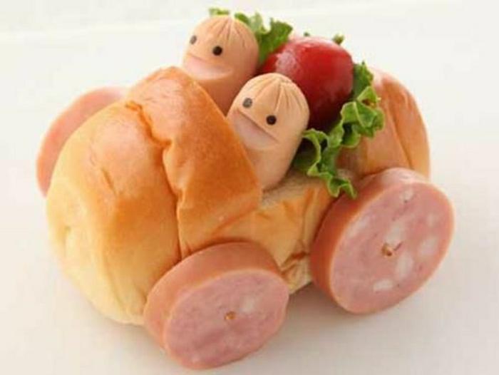 lustiges-Essen-Kindergeburtstag-Wagen-Brötchen-Salami-Räder-Würstchen-Tomato-Gartensalat