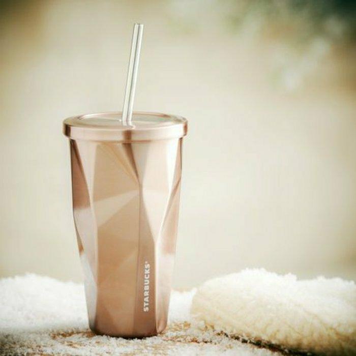 luuriöser-kaffeebecher-to-go-Starbucks-Stroh