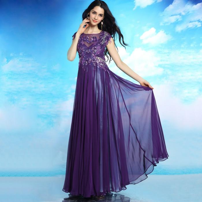 luxus-abendkleider-lila-modell-wunderschönes-ambiente