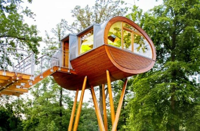 luxus-baumhaus-grüne-bäume-tolles-aussehen