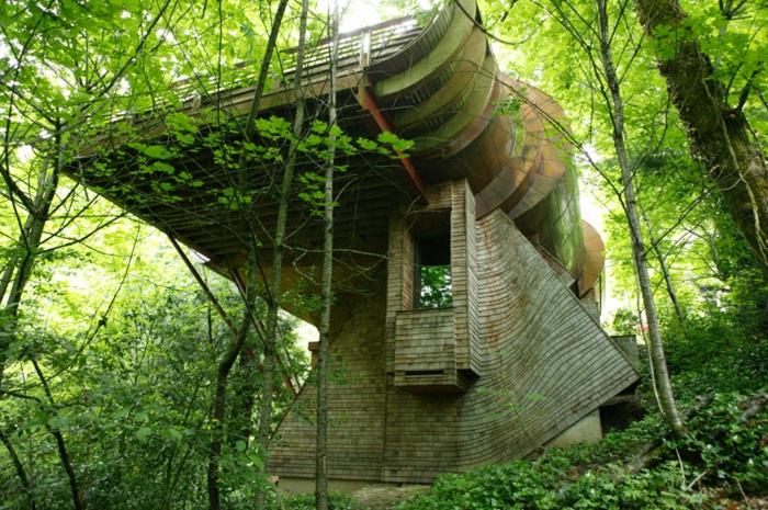 luxus-baumhaus-grünes-bild