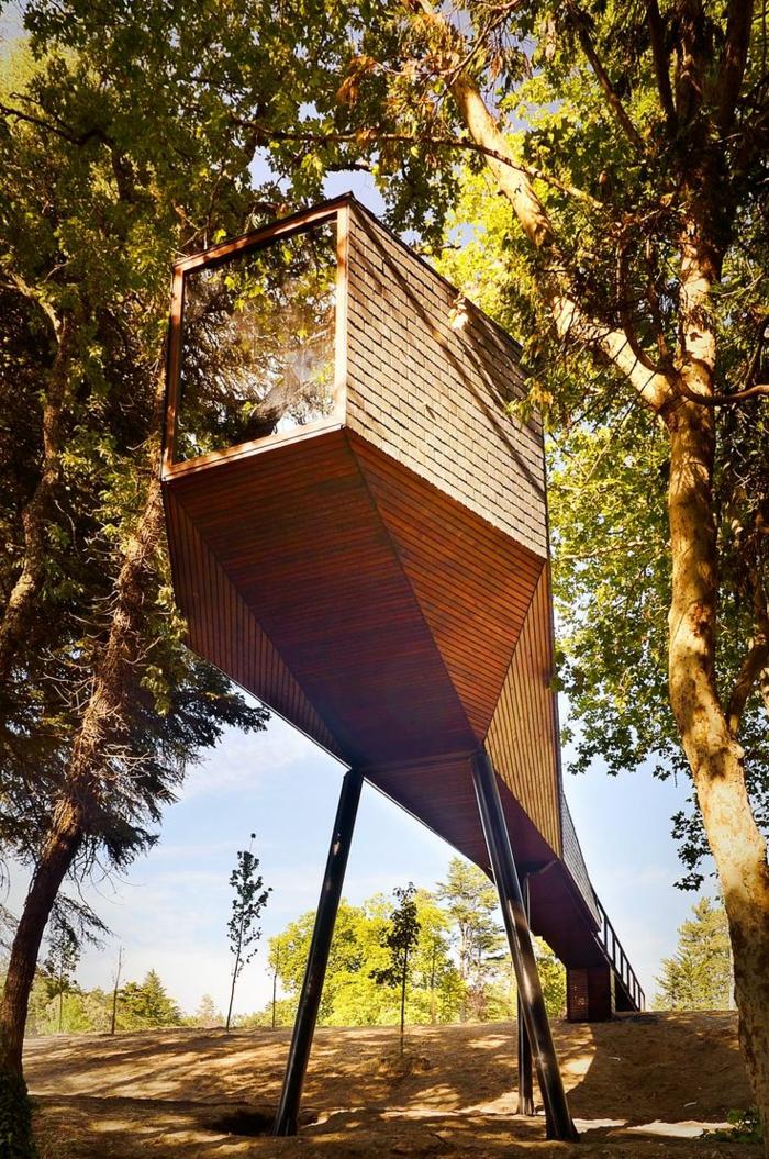 luxus-baumhaus-interessant-gestaltet