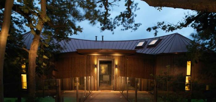 luxus-baumhaus-sehr-interessante-architektur