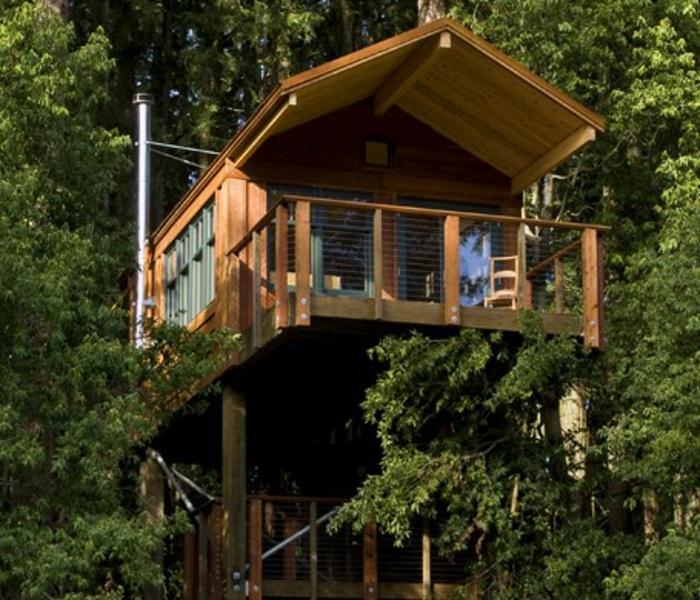 luxus-baumhaus-shcöner-balkon