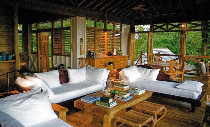 luxus-baumhaus-viele-weiße-möbel