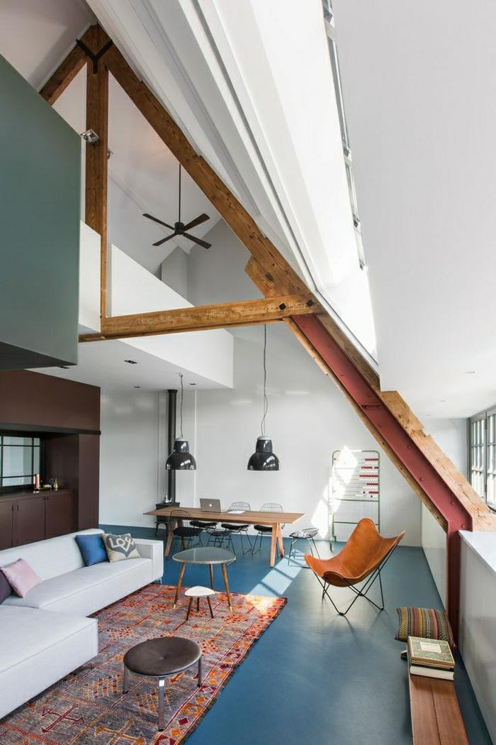 moderne-Wohnung-industrialle-Gestaltung-Hocker-Sessel-vintage-Teppich