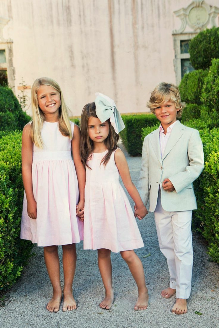 moderne-kleidung-drei-wunderschöne-kinder