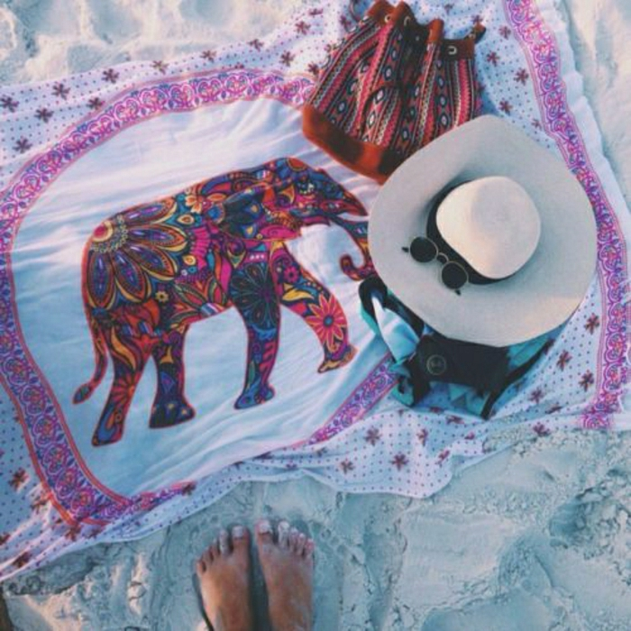 originelles-Tuch-Elefant-indischer-Stil-Rucksack-Strohhut-Sonnenbrille-Sand-Strand