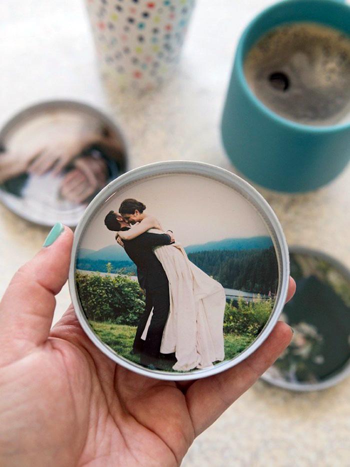 personalisierte geschenke fuer maener, individualisierte tassenuntersetzer mit fotos, diy geschenk