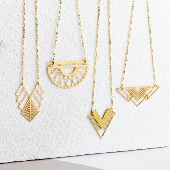 personalisierte geschenke weihnachten, diy shcmukc, goldene halsketten mit geoemtrischen anhängern