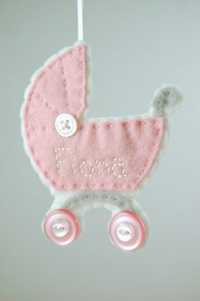 personalisiertes-Geschenk-Wolle-rosa-weiß-Knöpfe-süß-kokett