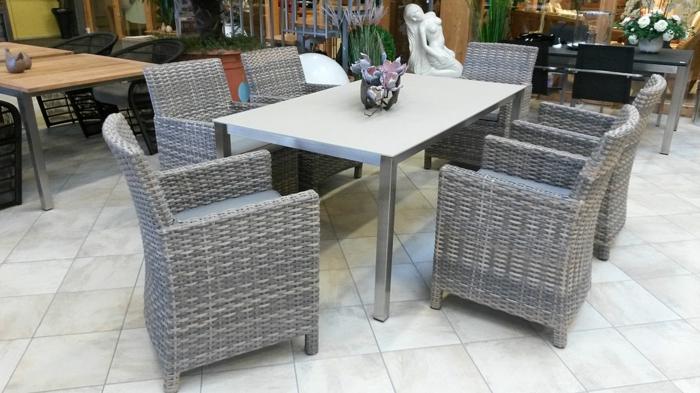 Auflagen Gartenmobel Individuell : Bei diesem MöbelSet sind nur die Sessel aus Polyrattan hergestellt