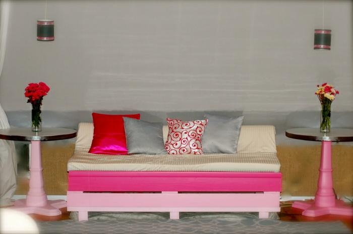 rosa-Paletten-Couch-eklektisches-Interieur-Blumen