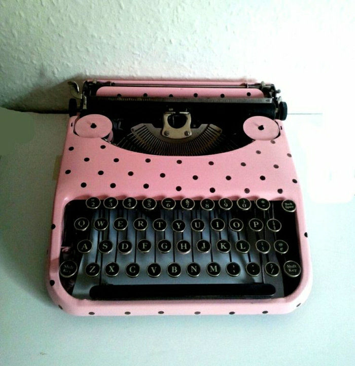 rosa-Polka-Dots-elektrische-Schreibmaschine-vintage