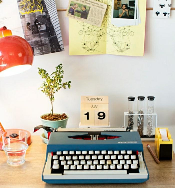 rote-Leselampe-Topfpflanze-Fotos-elektrische-Schreibmaschine