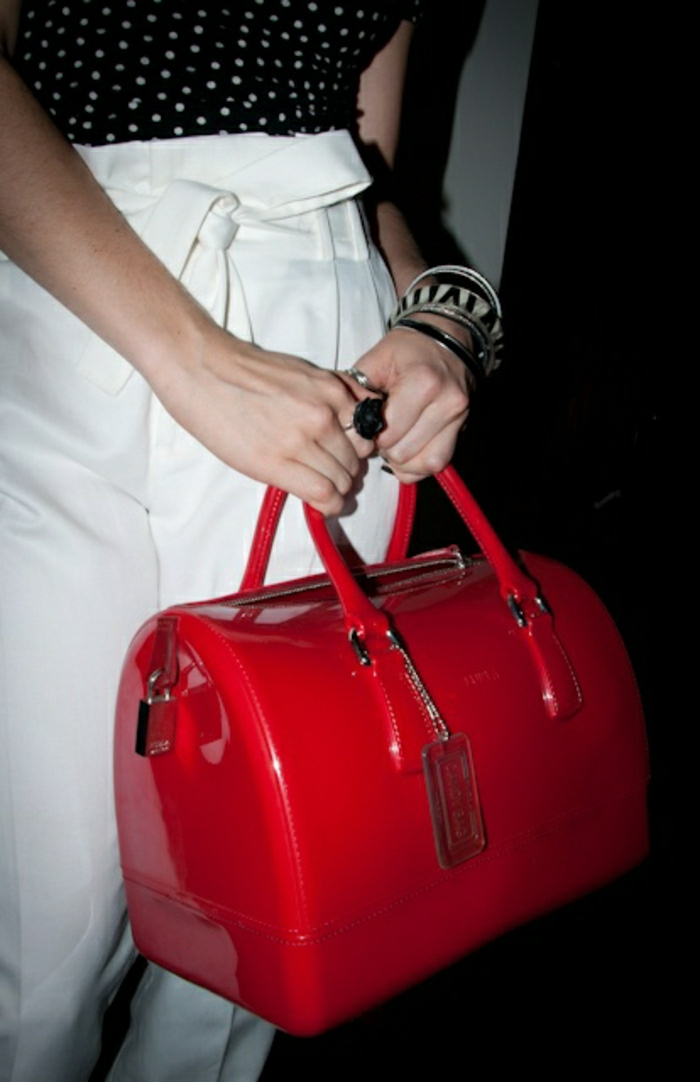 rotes-Modell-Furla-Tasche-elegant-extravagant