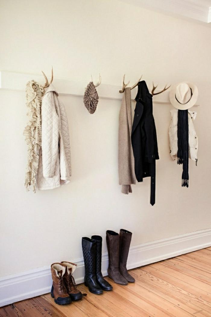 rustikale-Kleiderhaken-Geweih-Wintermantel-Jacken-Schal-Hüte-Stiefel-Leder-Velours