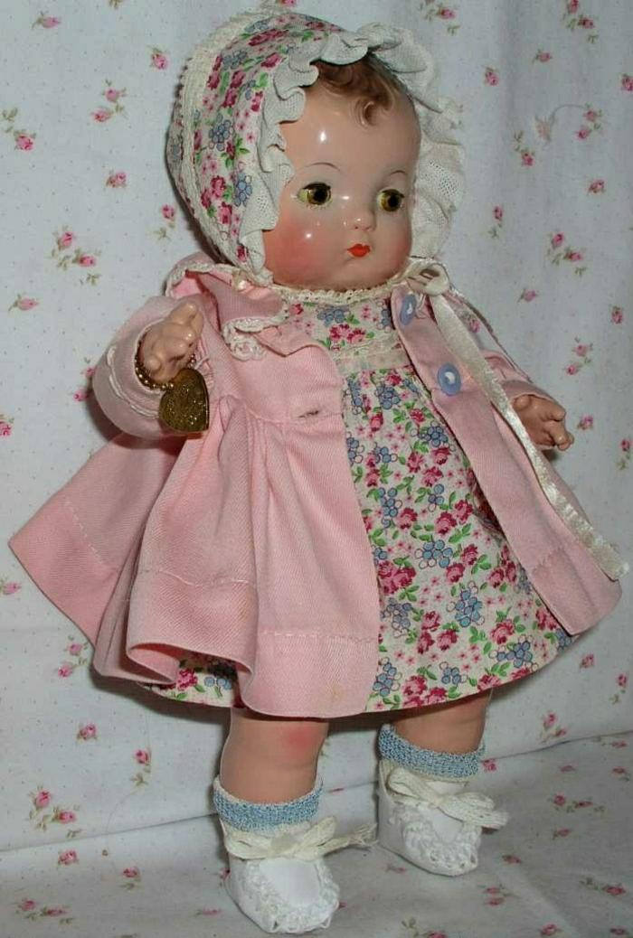 süße-Baby-Puppe-Bonnet-Kleid-rosa-Mantel
