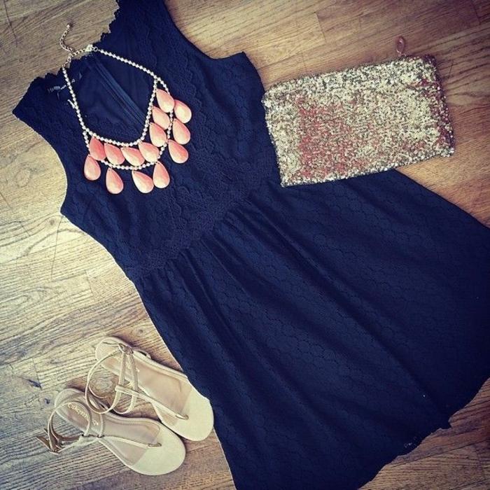 schöne-ketten-dunkles-kleid