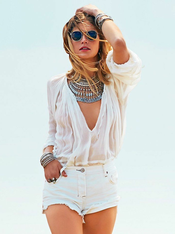 schöne-ketten-weiße-sehr-schöne-kleidung