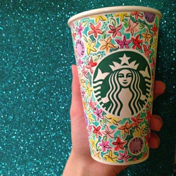 schöner-Kaffeebecher-Blumen-Dekoration-Starbucks