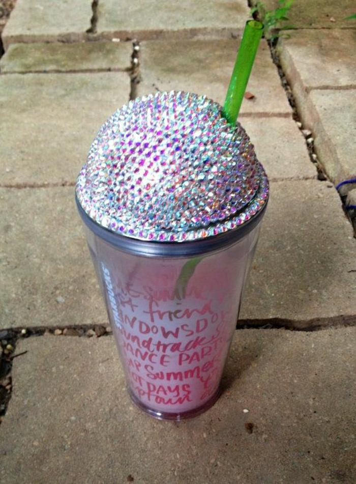 schicker-Kaffeebecher-to-go-Starbucks-Swarovski-Kristalle-Dekoration