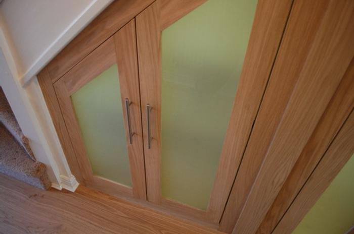 schrank unter die treppe stellen eine tolle idee. Black Bedroom Furniture Sets. Home Design Ideas