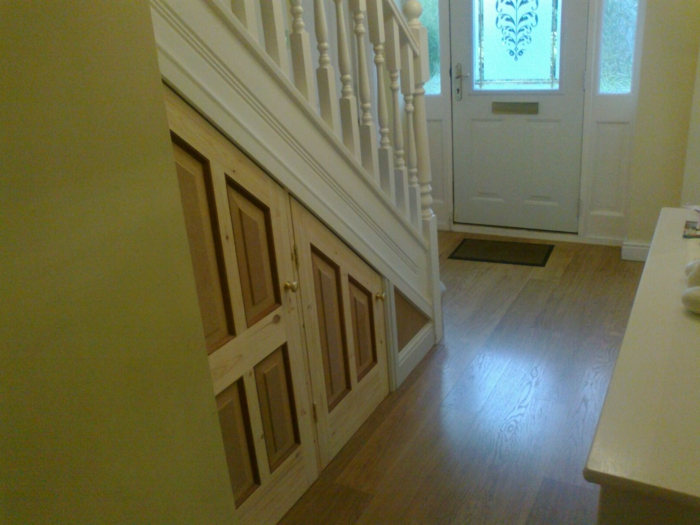 schrank-unter-treppe-sehr-schönes-aussehen