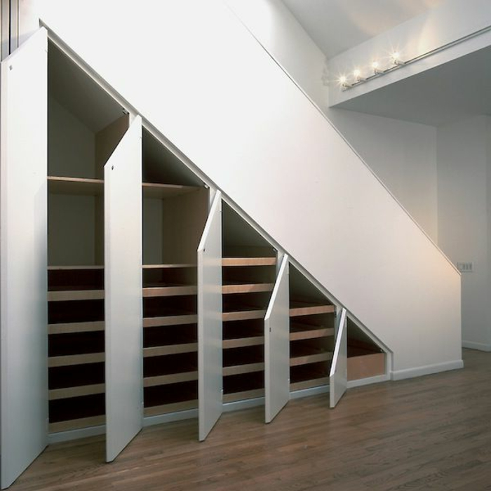 schrank unter die treppe stellen eine tolle idee. Black Bedroom Furniture Sets. Home Design Ideas