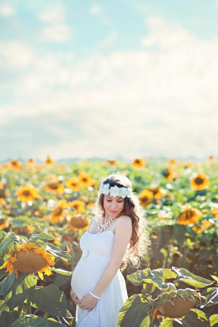schwangere-Frau-Sonnenblumen-Feld-Foto