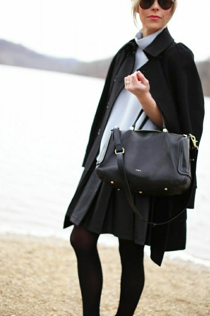 schwarze-Furla-Tasche-elegant-alltäglicher-Look-Mantel-Sonnenbrille-blaues-Hemd
