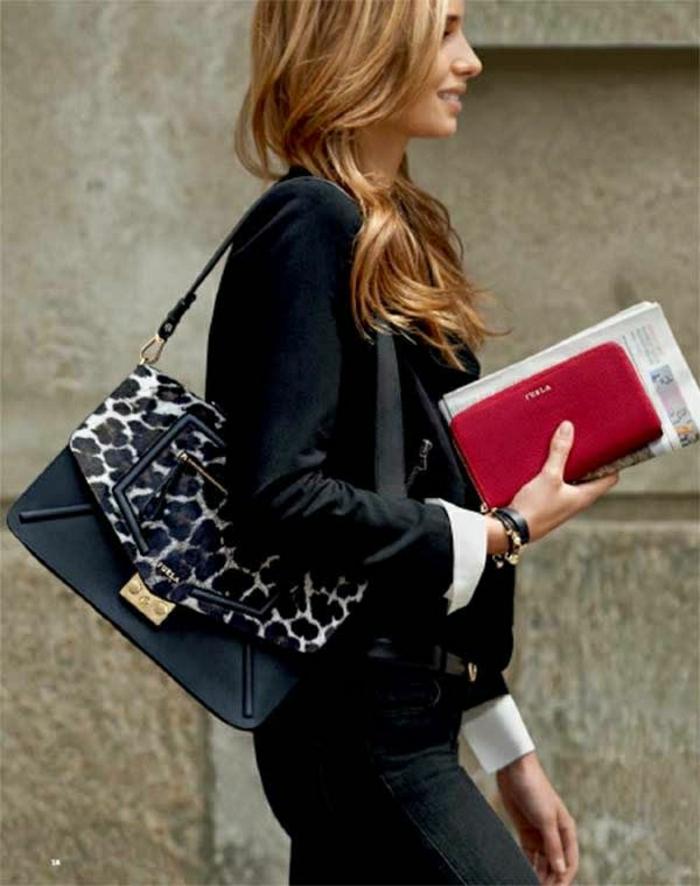 schwarzer-Outfit-Furla-Tasche-rote-Geldtasche
